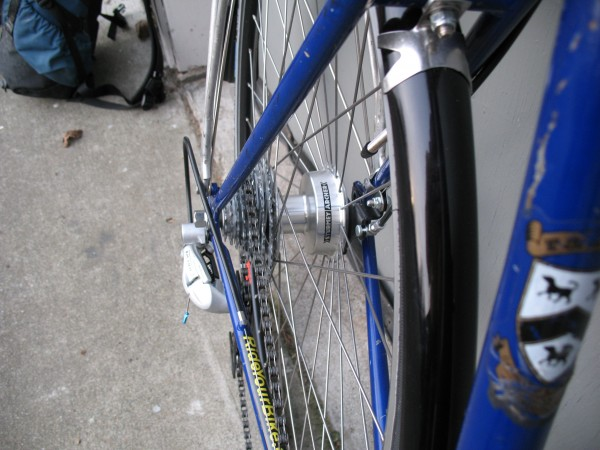 Drum brakes make commuting in the wet more secure.