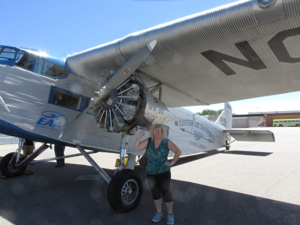 Karen, admiring the Pratt-Whitney portside radial engine.