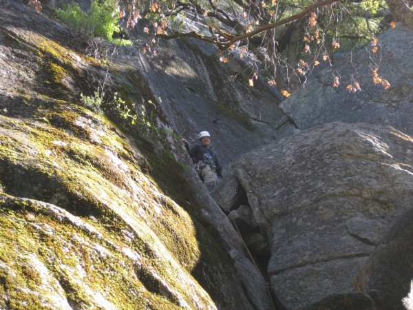 Justin leading Aunt Fanny's Pantry (5.4) -- first trad lead, yeah !