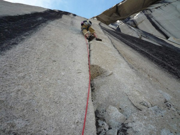Tommy Caldwell on the splitter 5.10c second to last pitch. Awesome han...