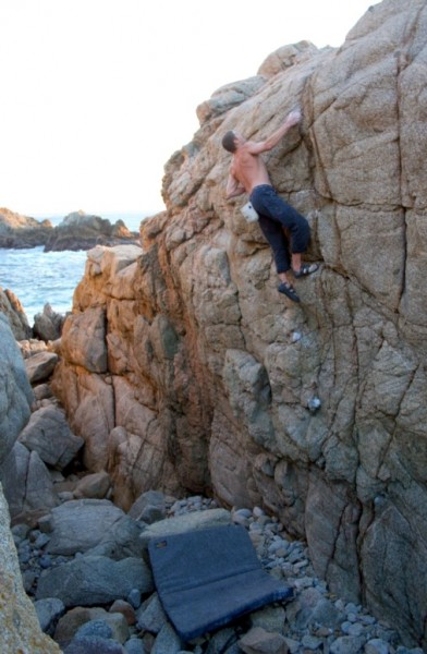 "Chris Summit does ""The East Face"" 5.11TR/V2R highball! 