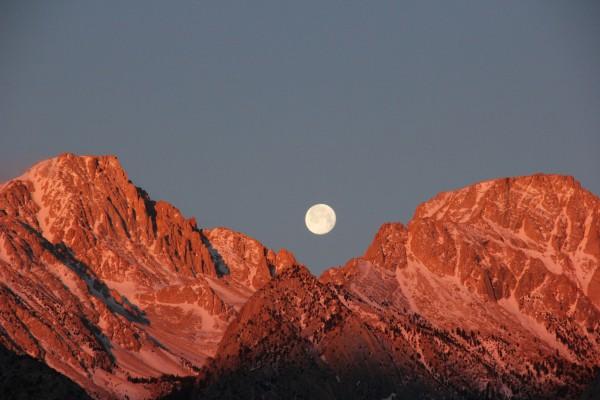 moon at sunrise  credit:Knucko