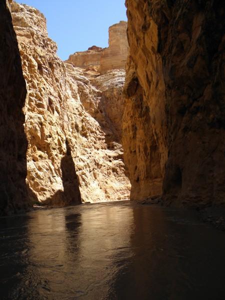 Entering lower Chute Canyon.  So far so good.