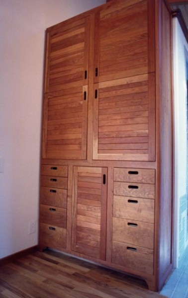 Love cherry wood for cabinets!