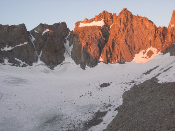 Morning light on V Notch, Polemonium Peak, U Notch, and N Palisade