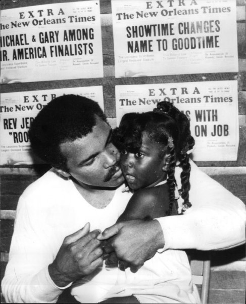 Mohammad Ali with 4 year old daughter Hannah 16.09.1980 before a fight...