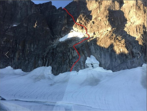 Mountaineer's route to west ridge of Mendenhall main tower