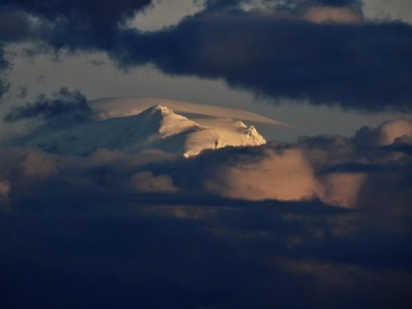 Telephoto of Mt Rainier summit from Elliot Bay, Seattle