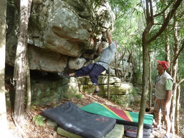 I climb my umpteenth Labarrosa easy V3 (6A) boulder problem