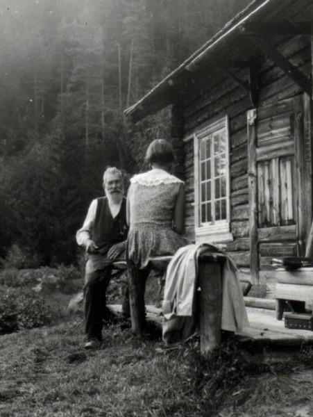 Astrid Reponen interviewing Taneli Multiainen at Röjdåfors, 1930s