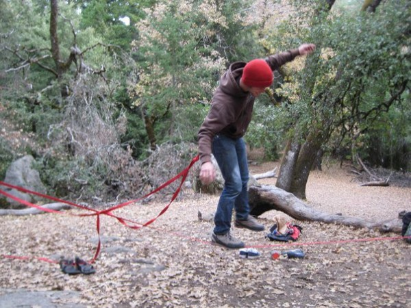 Loko Slacklining with the free end clipped to my pants