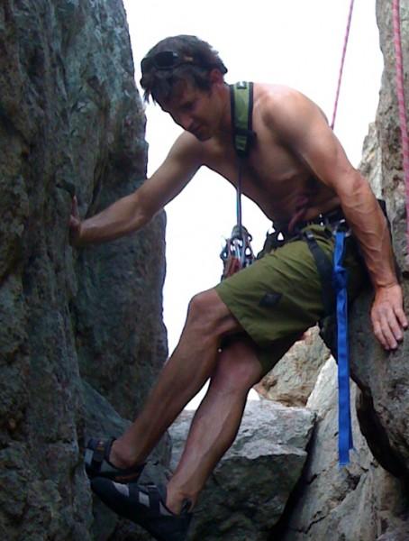 Chris Van Lueven chimneying at Split Rock, Ring Mountain.