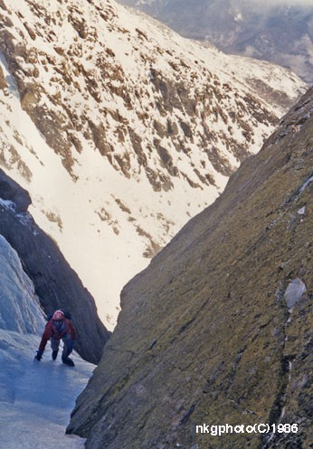 Nick Goldsmith 3rd classing Pinnacle Gully. Feb 1986 photo by Jud Thur...
