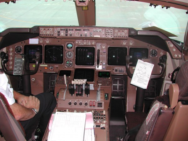 Cockpit of a 747-400F