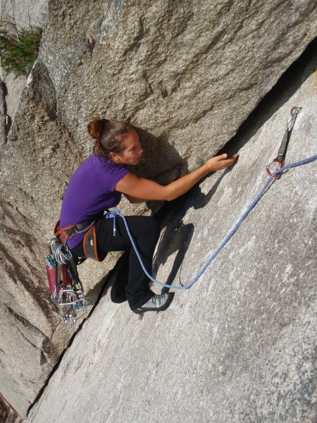 Aislinn getting her undercling on
